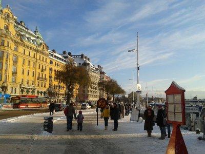 Nieczęste w grudniu słońce zachęca do spacerów.