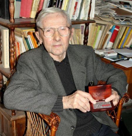 Pisarz z legitymacją NSZZ Solidarność Regionu Mazowsze