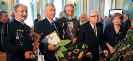 Od lewej: Krzysztof Pluszczyk, Tadeusz Chwiedź, Adam Borowski, Władysław Siemaszko, Ewa Siemaszko_fot. Marcin Żegliński