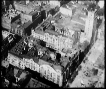 kwartały między ulicą Jasną a placem Napoleona - (w prawym górnym rogu kadru) gmach Prudentialu