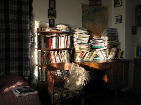 Pokój pisarza wypełniały książki i pamiątki rodzinne_fot. Waldemar Żyszkiewicz