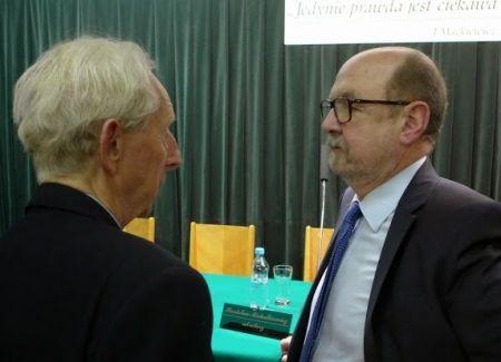Z tegorocznym laureatem Mackiewiczowskiej nagrody rozmawia nowy przewodniczący kapituły_fot. Grzergorz Szostak