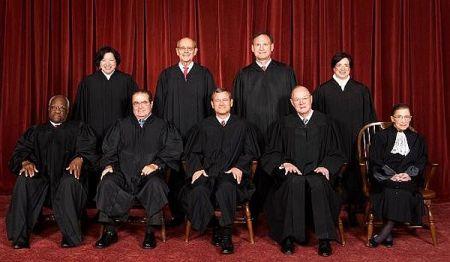 L-R: C. Thomas, Sonia Sotomayor, A.Scalia, St. Breyer, prezes J. Roberts, S. Alito, A. Kennedy, Elena Kagan, Ruth Bader Ginsburg